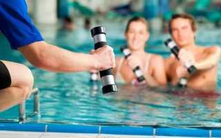 Упражнения для пресса и ягодиц в бассейне