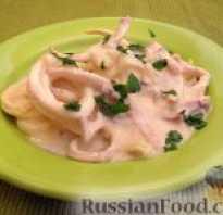 Как приготовить кальмары в сметанном соусе с луком?