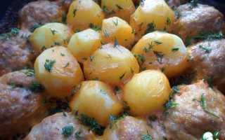Котлеты с картошкой в сметанно томатном соусе в духовке рецепт